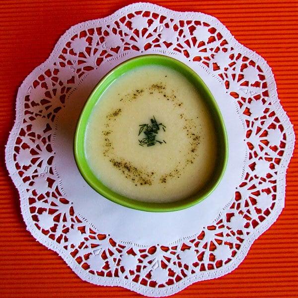 奶油马铃薯汤,温暖您的心脏完美。简单又美味又舒适。每当他们感到寒冷时,你的家人都会要求这样做。