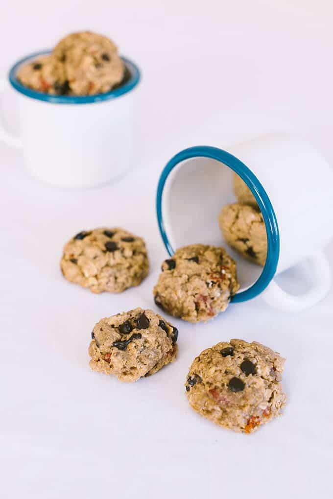 平日早晨,当你必须外出快餐时,嚼劲十足的燕麦片葡萄干饼干会成为完美的早餐。