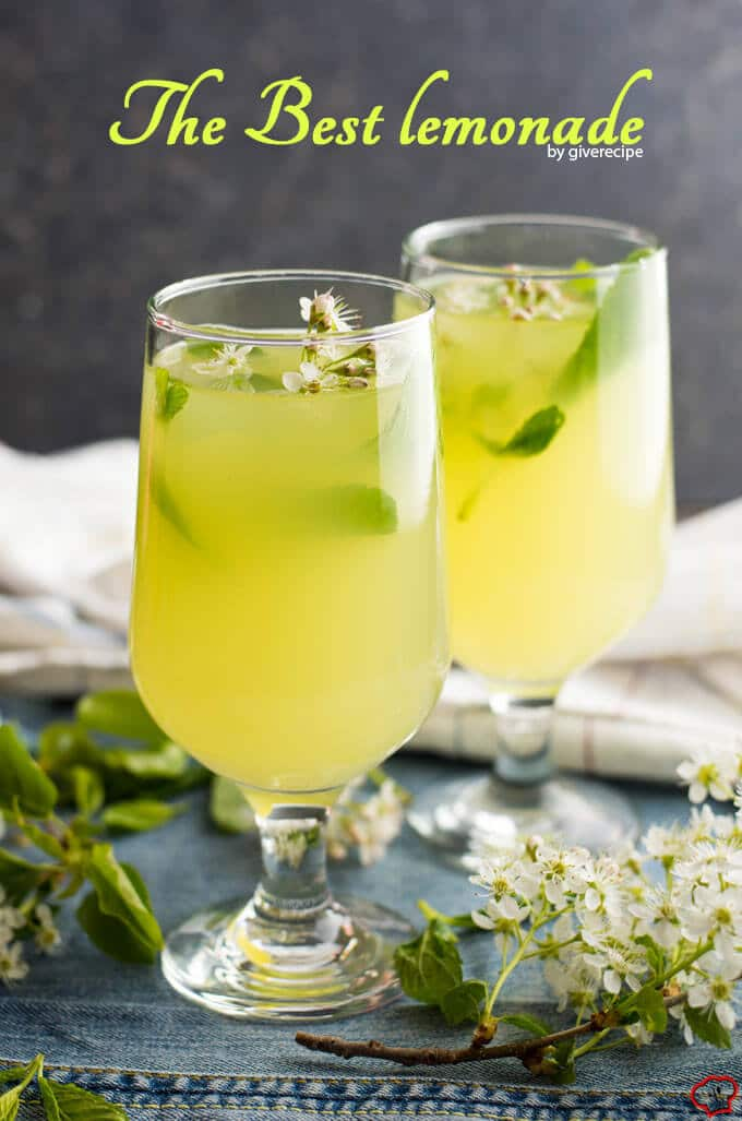 生姜在两杯柠檬水配春花