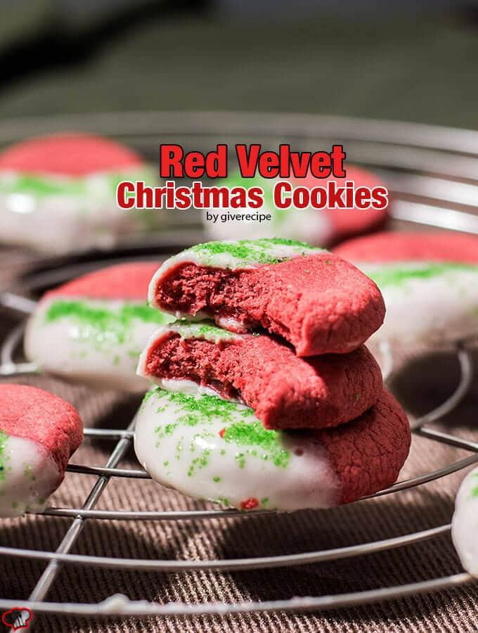 红色天鹅绒圣诞饼干蘸奶油干酪糖霜。这些都是像小块的奶酪蛋糕。那么容易。不需要冷却面团!!